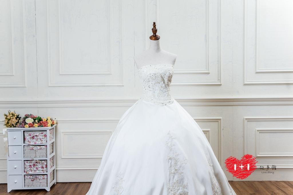 手工婚紗:精緻蕾絲花白紗