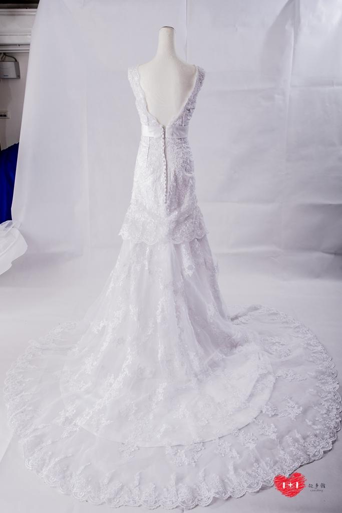 手工婚紗出租:長袖挖背甜心白紗