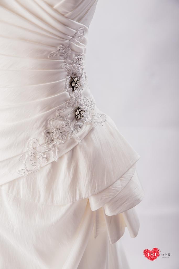 手工婚紗出租:摩登甜美白紗