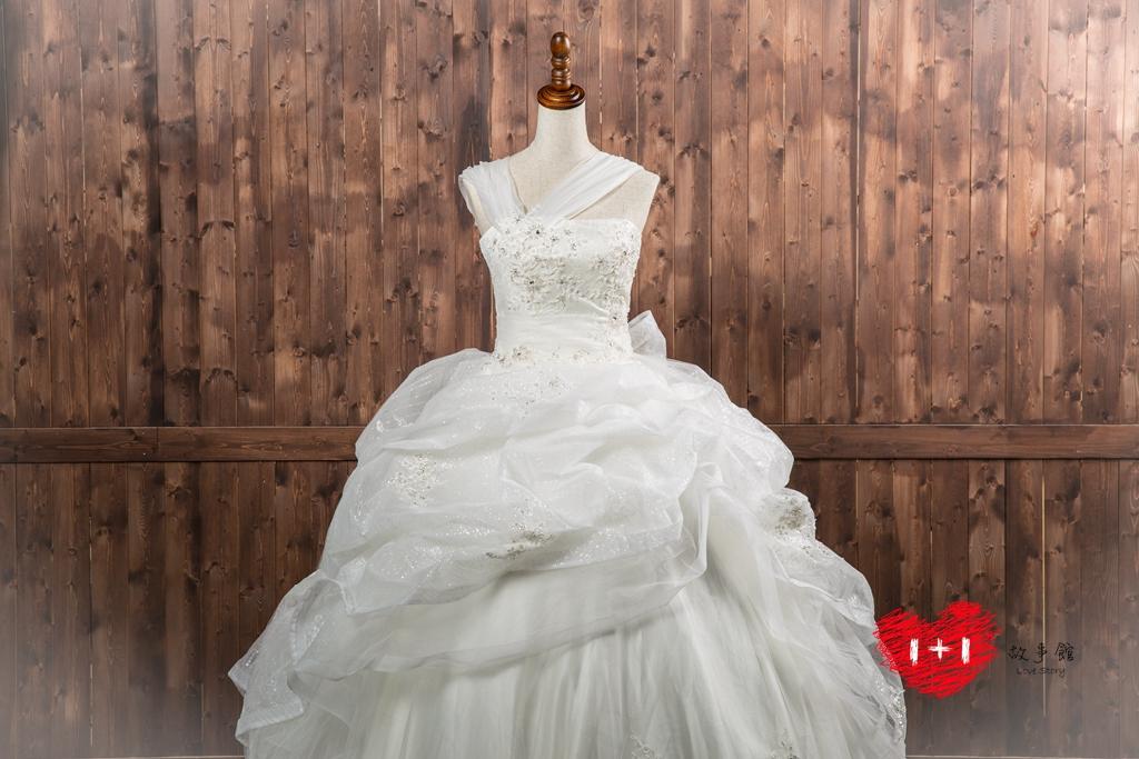 手工婚紗出租:時尚粉白層次禮服