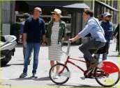 pregnant-bar-refaeli-and-hubby-adi-ezra-stroll-around-barcelona-14