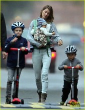 Gisele Bundchen, Tom Brady, their children Vivian, Benjamin and Jack and dog Lua play on an autumn afternoon in Boston. Pictured: Gisele Bundchen, Vivian Brady, Benjamin Brady and Jack Moynahan Ref: SPL625052 121013 Picture by: James Haynes/ Splash News Splash News and Pictures Los Angeles: 310-821-2666 New York: 212-619-2666 London: 870-934-2666 photodesk@splashnews.com