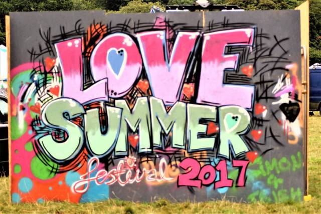 Love Summer 2017 - Graffiti.jpg