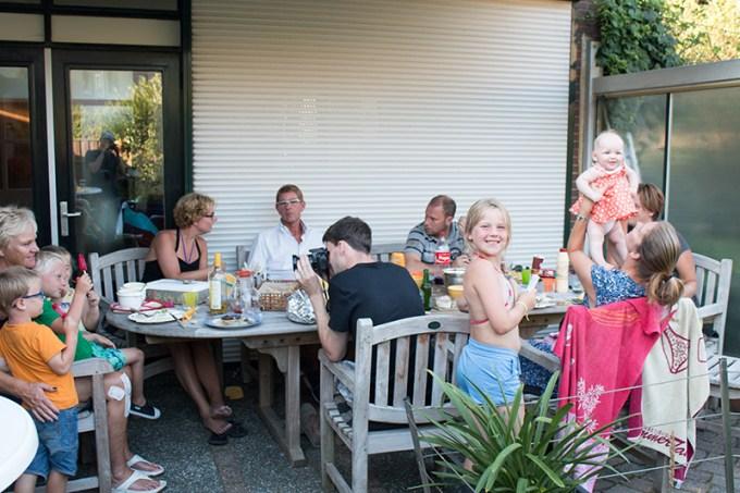 's Avonds vertrkken we naar mijn ouders voor een last minute BBQ. Deze foto laat precies zien hoe gezellig het was! <3