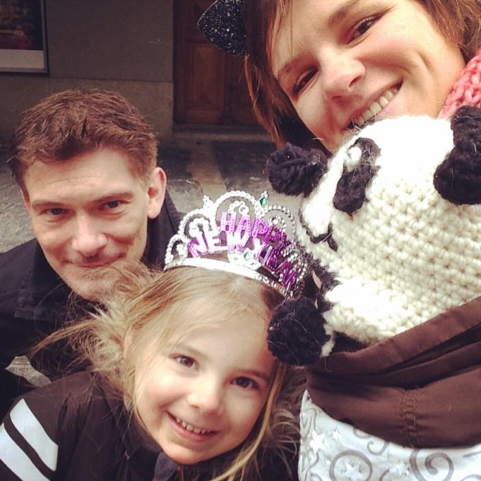 Een familiefoto! En daar heb je het pandabeertje :)