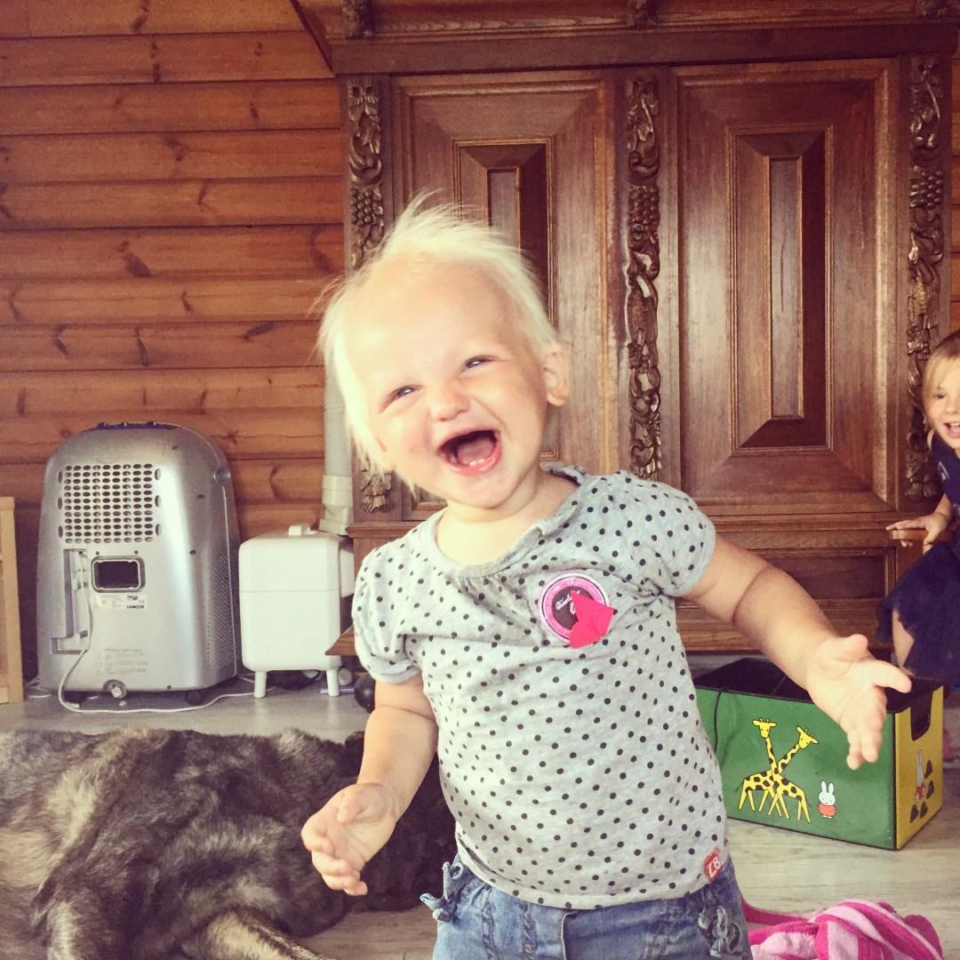 Dinsdag hebben Eva en Liza toch nog de grootste lol. Ik vind dit toch een lieve foto!