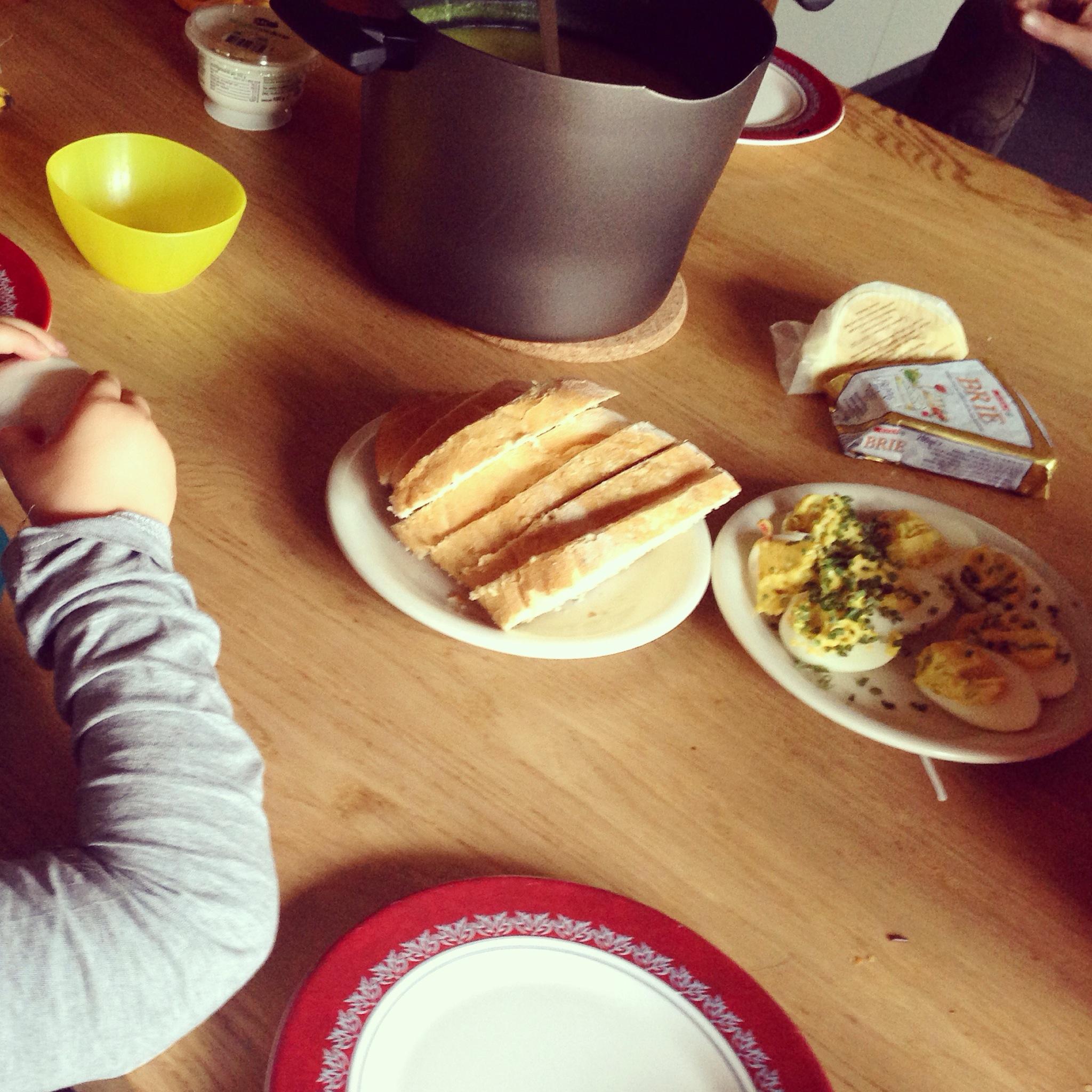 Die avond aten we heerlijke versgemaakte courgettesoep. Het recept vind je >>hier<<
