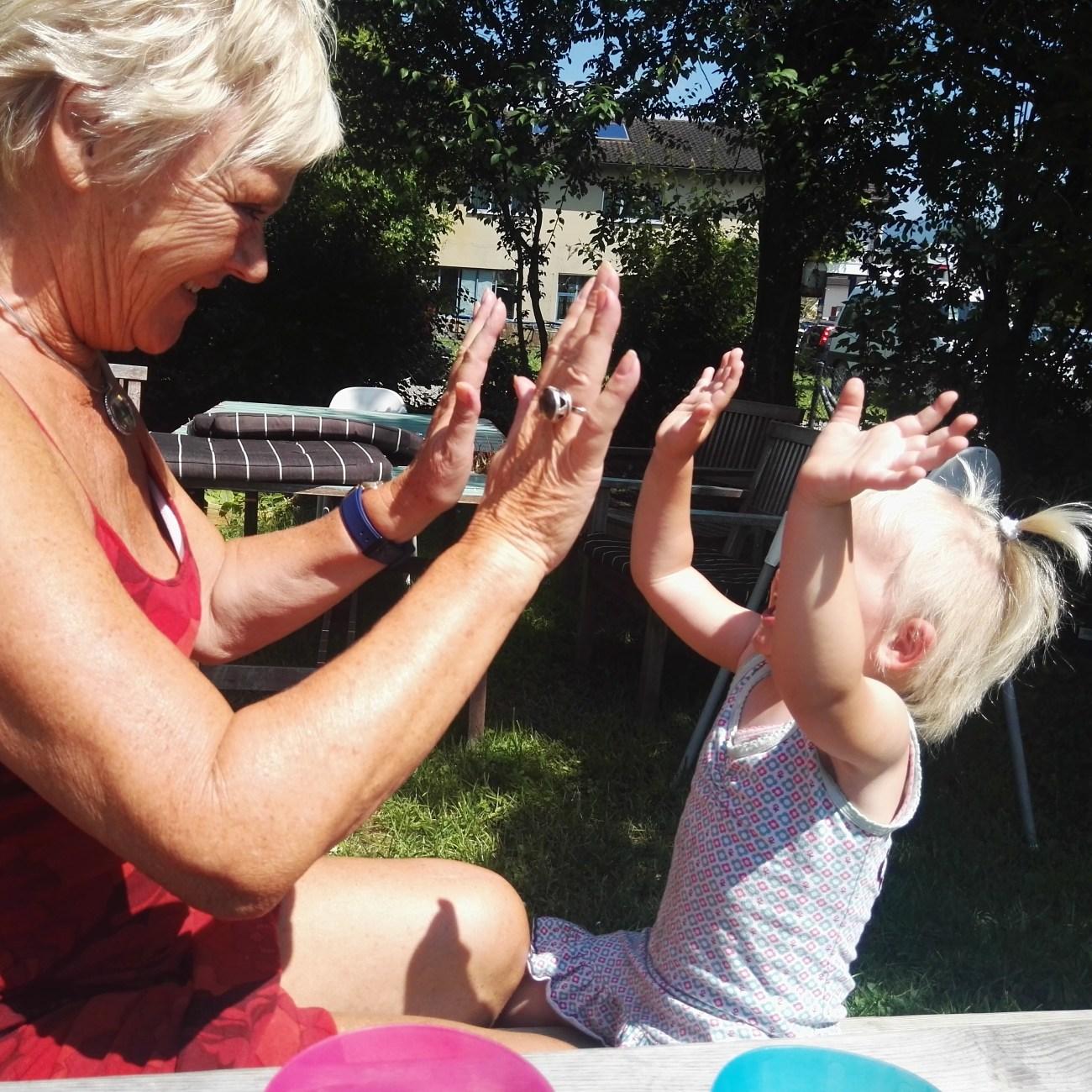 Oh en deze foto vind ik ook nog, papagaaitje leef je nog met oma!