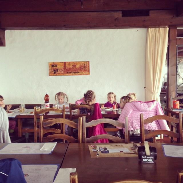 Na de laatste les MUKI turnen, gingen we met zijn allen eten. Was erg gezellig!