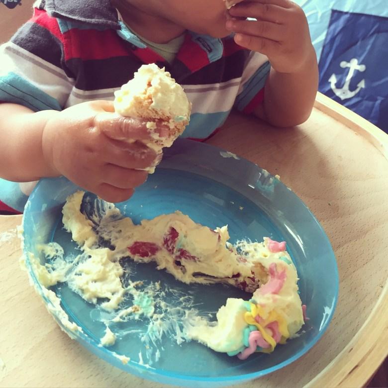 's Middags werd ons kleine vriendje 1 jaar. We aten heerlijke taart, lekkere avondeten inclusief versgemaakte Vietnamse loempia's