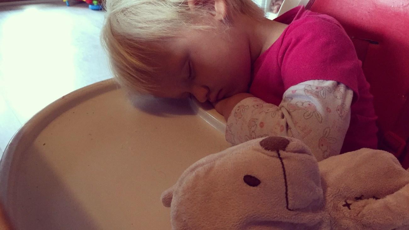 Zo moe was ze zondag, want de nacht was een drama met heel veel spuug.