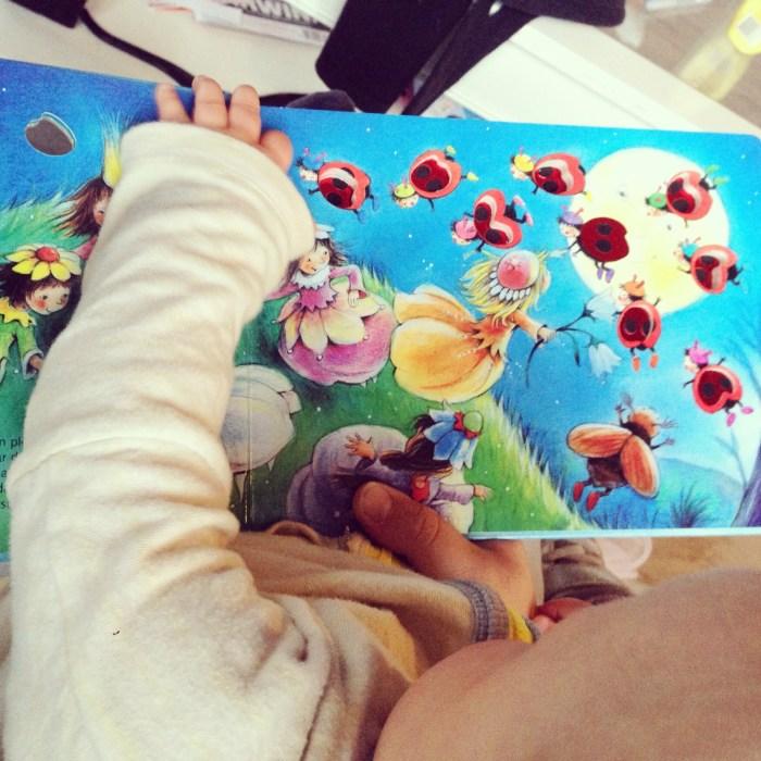 Eenmaal tuis las ik de meiden voor uit het boek over tien Lieveheersbeestjes die een slaapplek zochten.