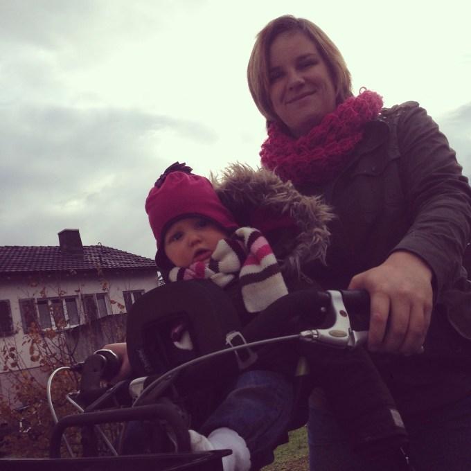 Woensdagochtend was best oke weer en besloot ik dat we lekker gingen fietsen. Liza zat voor het eerst voorop en Eva maakte deze foto!