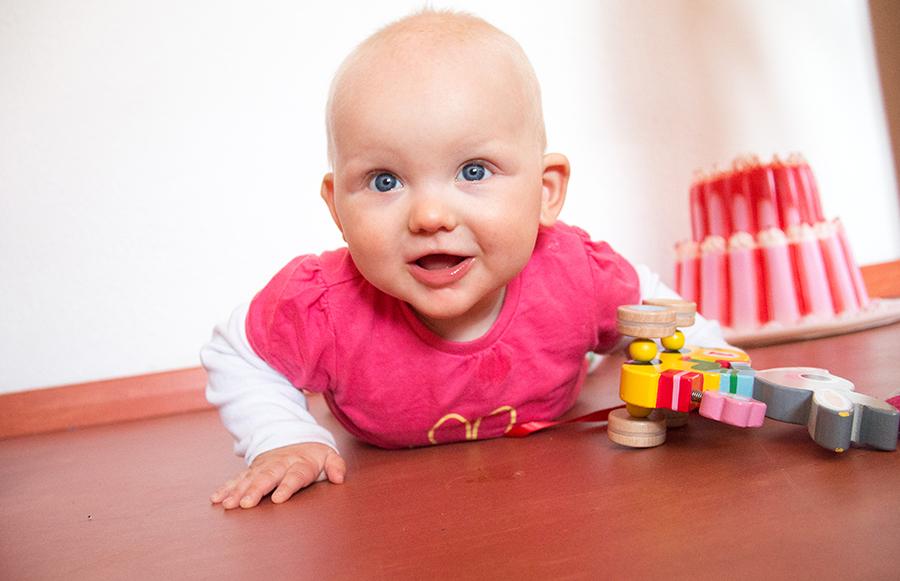 Maandag was Liza lekker in Eva's kamer aan het spelen. *snap!*