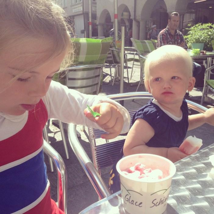 We gingen heerlijke, maar vreselijk dure huisgemaakte ijsjes eten in Altstatten. 3 Frank per bol!!!