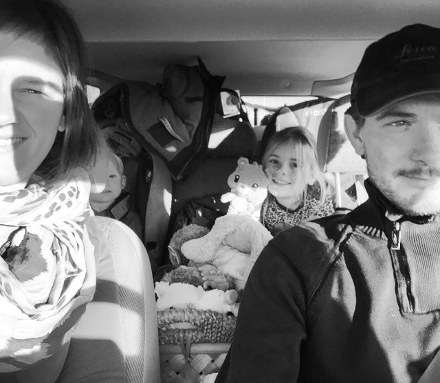 Zondagochtend om 10:15 zitten we weer in de auto op weg naar huis! We kwamen met 4 tasjes en gaan naar huis met een overvolle auto!