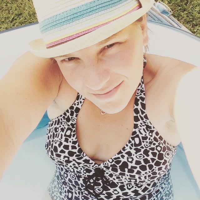Ja hoor... Ik lig het hele weekend met m'n mijn hoed  in het zwembad.