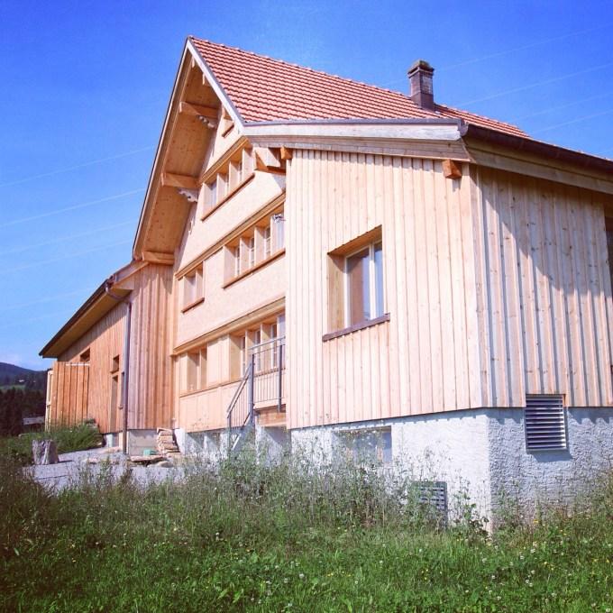 Het eerste huis waar we naar gingen kijken. Wat een  groot huis, van alle gemakken voorzien en een zolder waar ieder kind wel in wilt spelen. Hoewel Floris gelijk verliefd was, was ik dat niet.