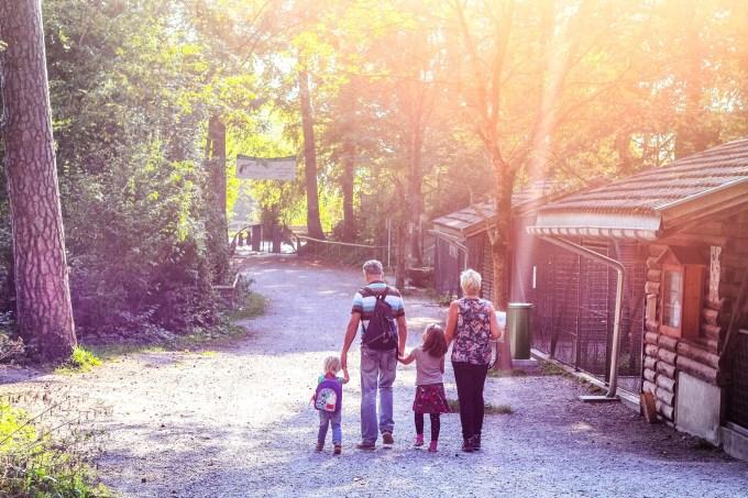 We gaan maandagmiddag naar Wildpark Feldkirch, waar papa en ik vooral verbaasd waren over de vele raven die daar rondvliegen