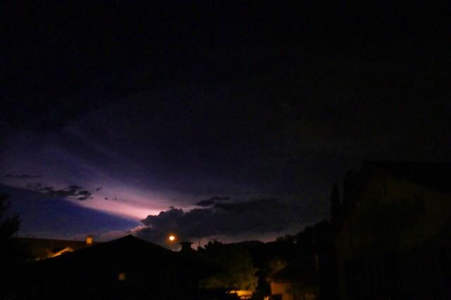 Die avond was er nog bijzonder weer in de omgeving Mooie flitsen zonder gedonder en zonder regen