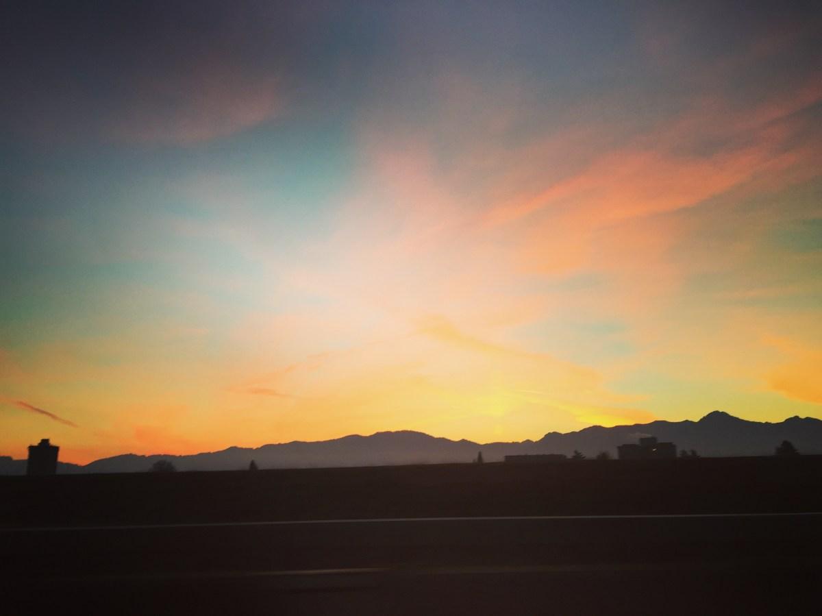 Woensdagochtend. Deze mooie lucht fotografeerde ik in de auto op weg naar het ziekenhuis. Wat een zwaar gevoel had ik...
