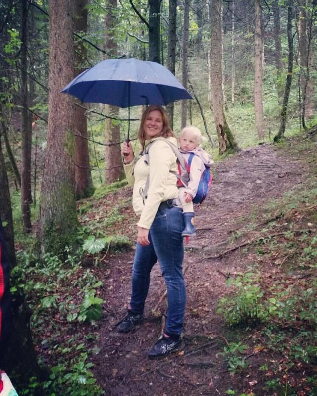 Ik had Liza gelukkig op mijn rig, want dat pad was nou niet echt best in de regen :)