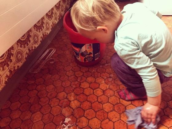 Zaterdagochtend gaan we aan de poets. Liza help me altijd graag mee, dus het duurde wat langer.