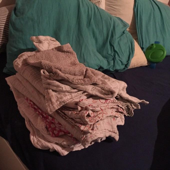 NIet wetende dat de avond nogal pittig zou verlopen. Liza begon met spugen en hield niet meer op. Omdat ik het eng vond moest ze bij ons in bed slapen en ik was voorbereid.