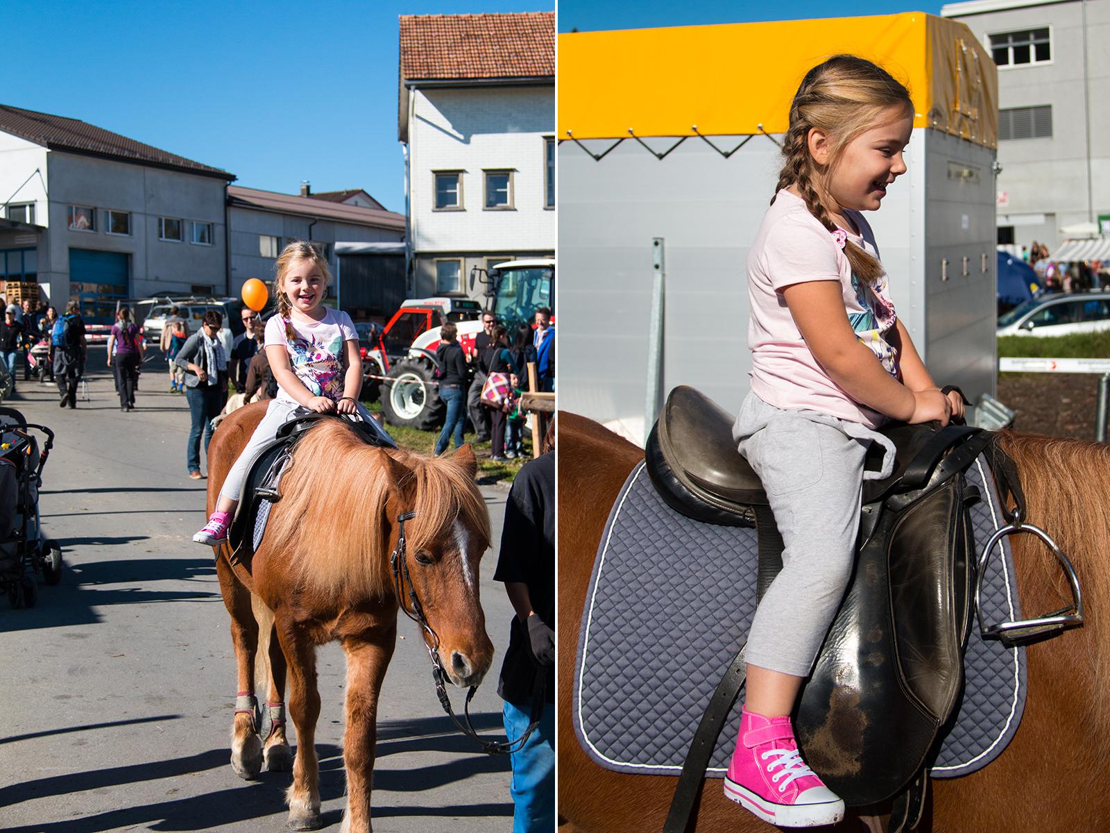 Eva reed voor het eerst paard en was zo blij! Zo schattig!