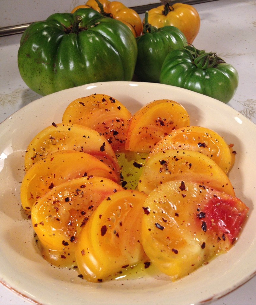Smouder on fresh tomatoes with olive oil