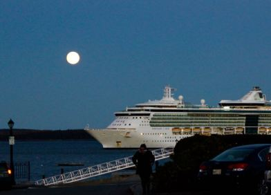 Big moon, BIG cruise ship!
