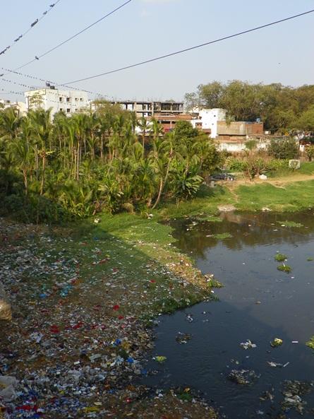 Река, протекающая через город Хайдерабад