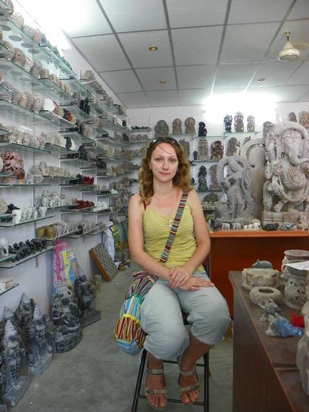 В магазине каменных сувениров