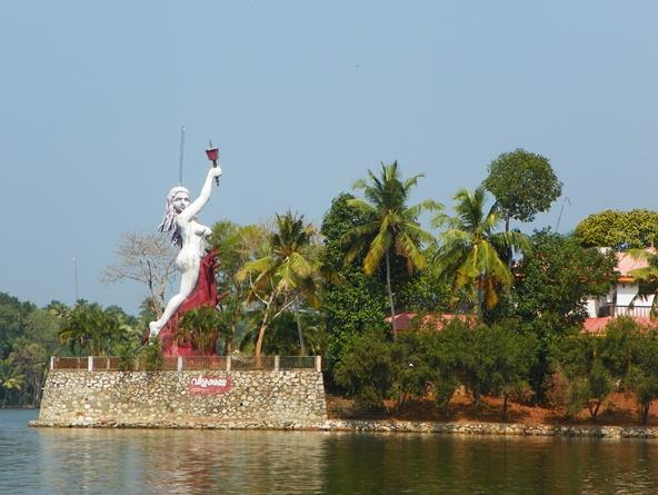 Вас встречают Заводи Кералы