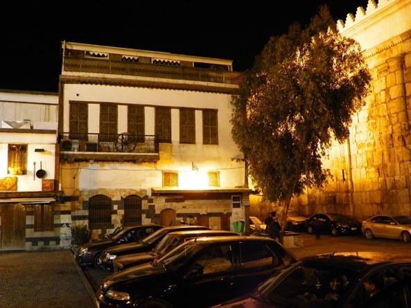 Городские стены ночью