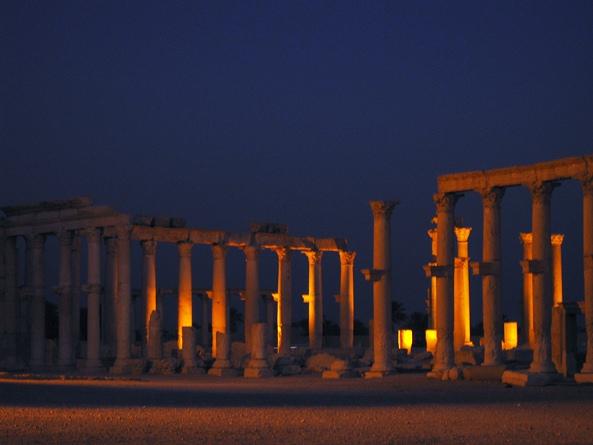 Пальмира ночью