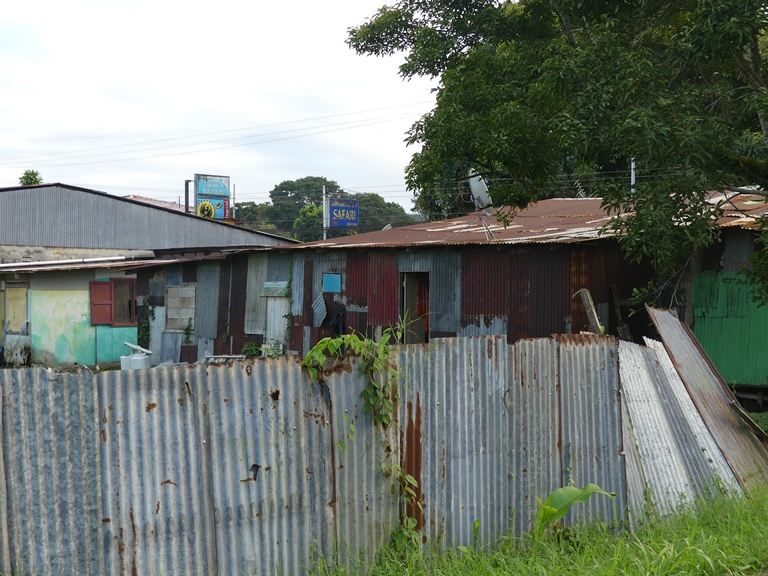 Лачуги местных жителей. Cahuita. Costa Rica