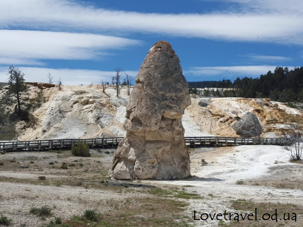 mammoth-hot-springs-14