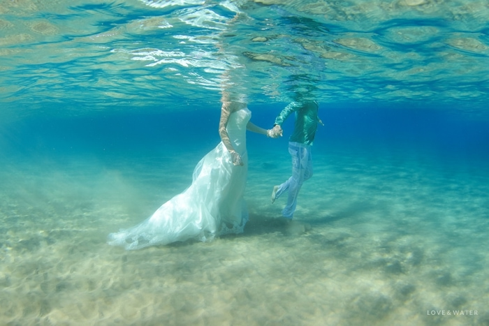 Unique underwater trash the dress portraits Maui