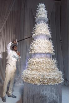 Gucci Mane and Keyshia Kaoir's Wedding Cake #TheManeUnion Groom and Groomsmen in white LoveWeddingsNG