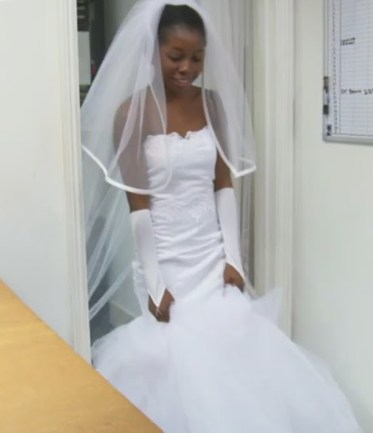Outdated Nigerian Wedding Trends - Nigerian Bride wearing white gloves LoveWeddingsNG