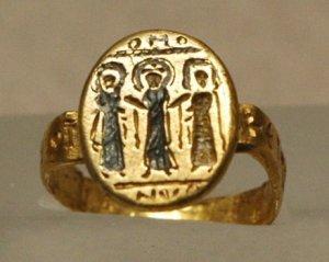 Wedding_ring_Louvre_AC924
