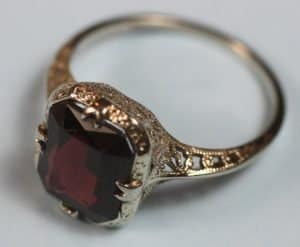 Antique 14K Ring White Gold Filigree with Garnet Stone Edwardian Era 1910s