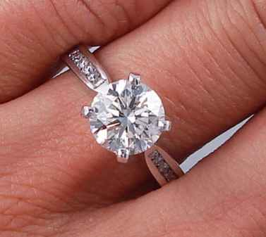 CTW ROUND BRILLIANT CUT DIAMOND ENGAGEMENT RING H VS2