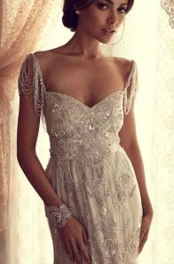 detalle hombros piedras novia