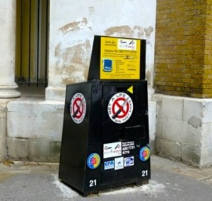 Cut it out: the knife bin at the rear of St-John-at-Hackney © ∂å