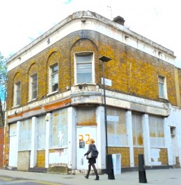 Derelict pub in grounds of Geffrye Museum © DA