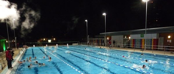 London Fields Lido floodlights switch-on 111214 © david.altheer@gmail.com