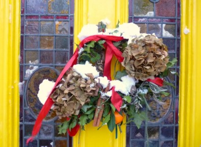 Christmas wreath in Dalston London E8 2EP © davidaltheer@gmail.com