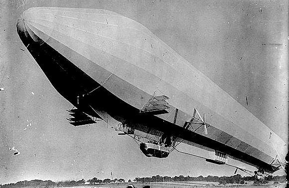 Bain News Service pic of a passenger Zeppelin © Library of Congress
